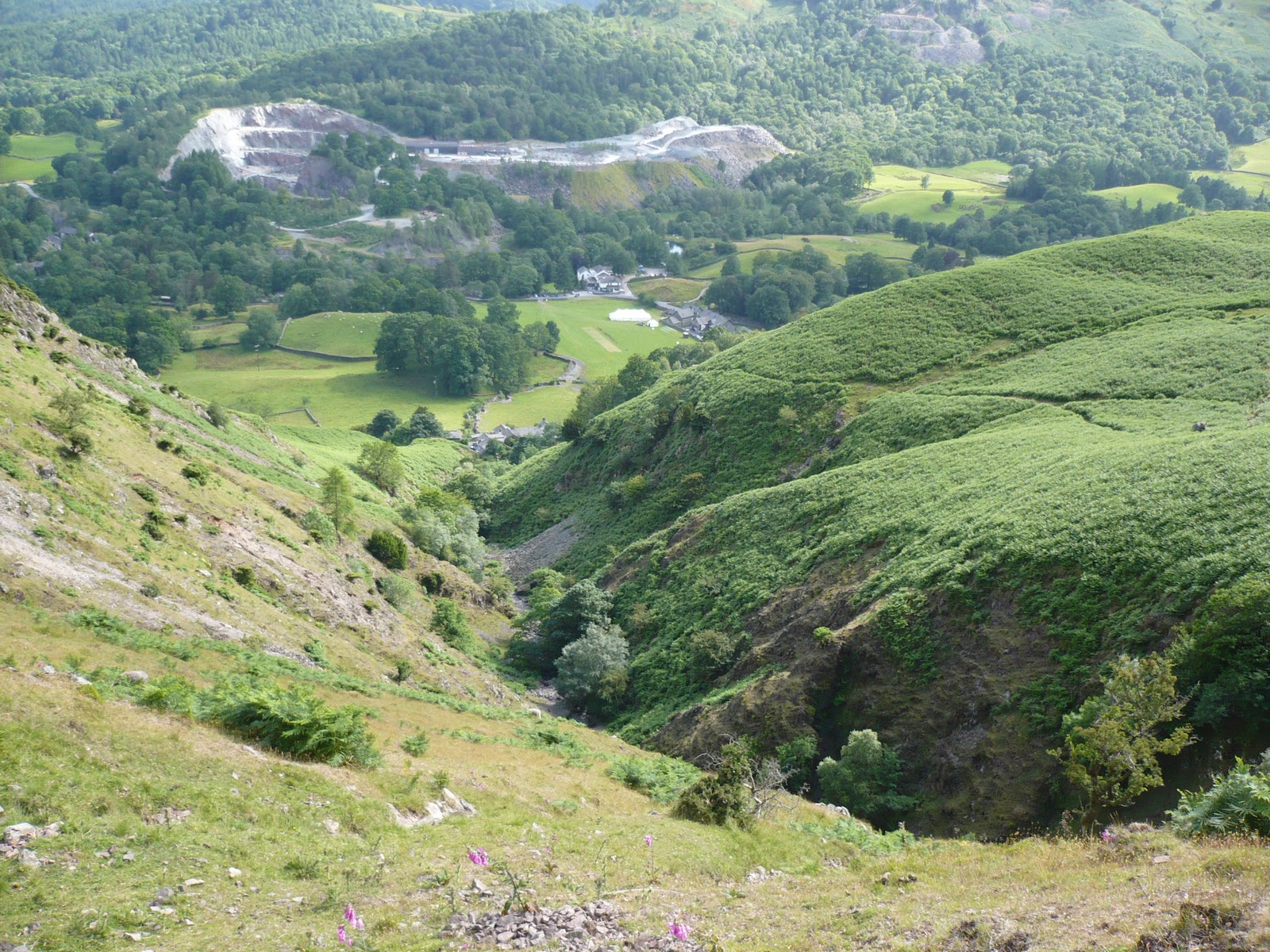 Hartsop hall cottages 171 walking holiday cottages walking - Megs Gill And Elterwater Green Slate Quarry From The Flank Of Silver How Ldw 202