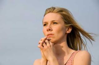 http://2.bp.blogspot.com/_pBik126GZJE/R6D1WkGZUYI/AAAAAAAAAL4/Wjnc8CiURh8/s320/mujer-orando.jpg