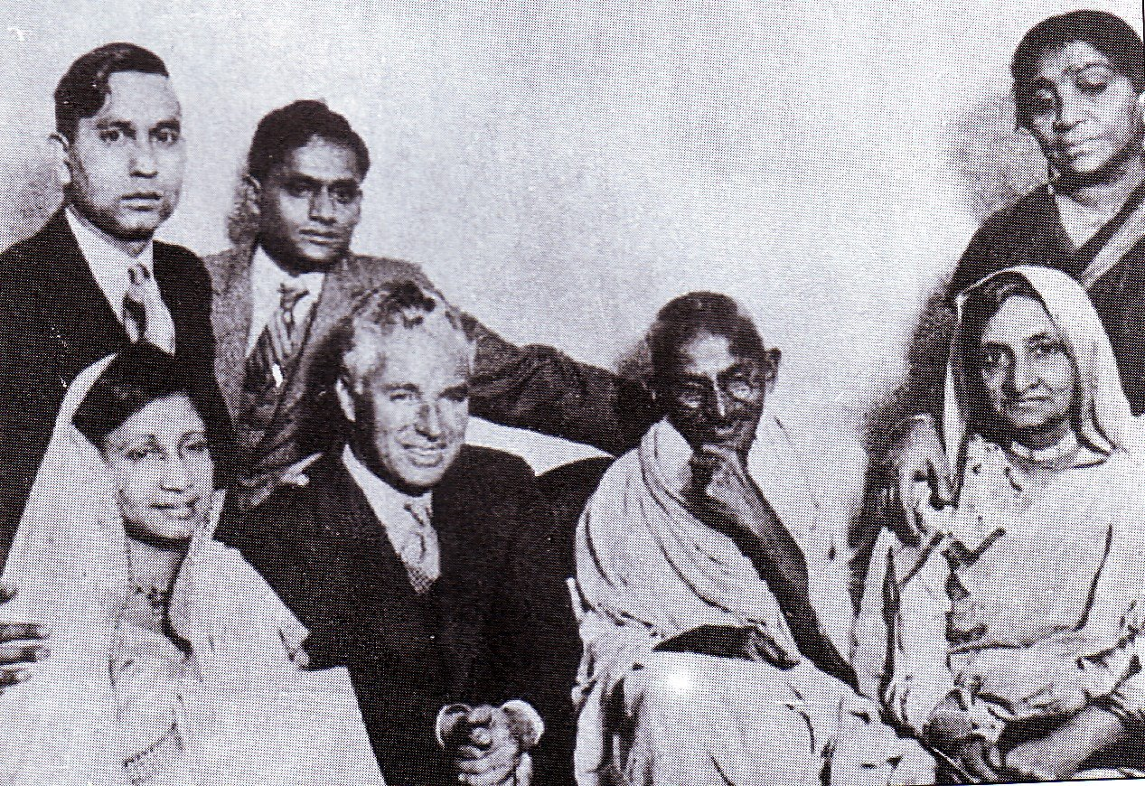 [Mahatma_Gandhi_With_Charlie_Chaplin.jpg]