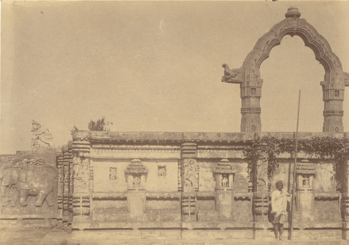 [View+of+the+Dol-Mandapa,+Puri+from+outside+the+exterior+wall.jpg]