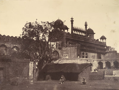 [Interior+view+of+the+Lahore+Gate+of+Palace,+Delhi++-+1858.jpg]