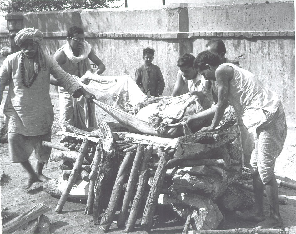 [Cremation+ceremony+at+a+Ghat+a+short+distance+upstream+from+Howrah+Bridge,+Calcutta+1944.jpg]