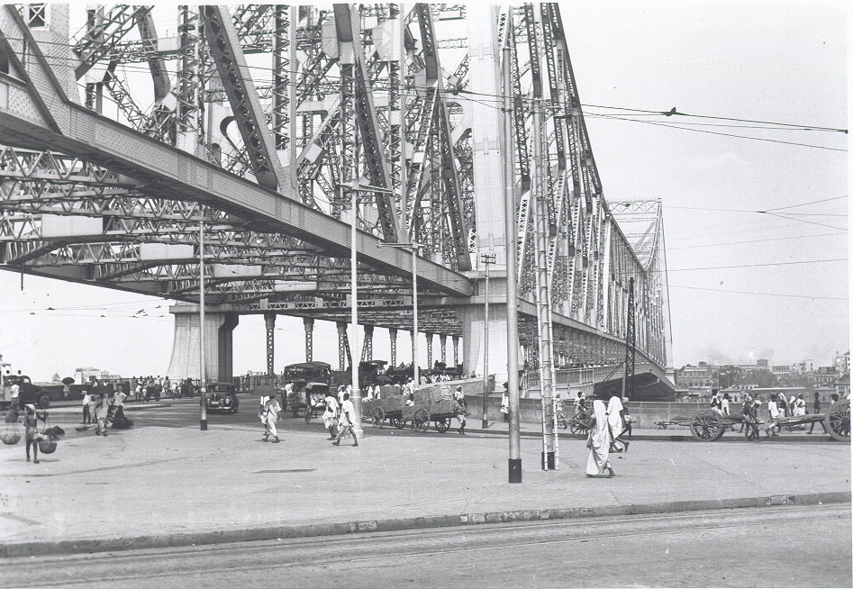 [Howrah+Bridge+from+Howrah+side+toward+Calcutta+1944.jpg]