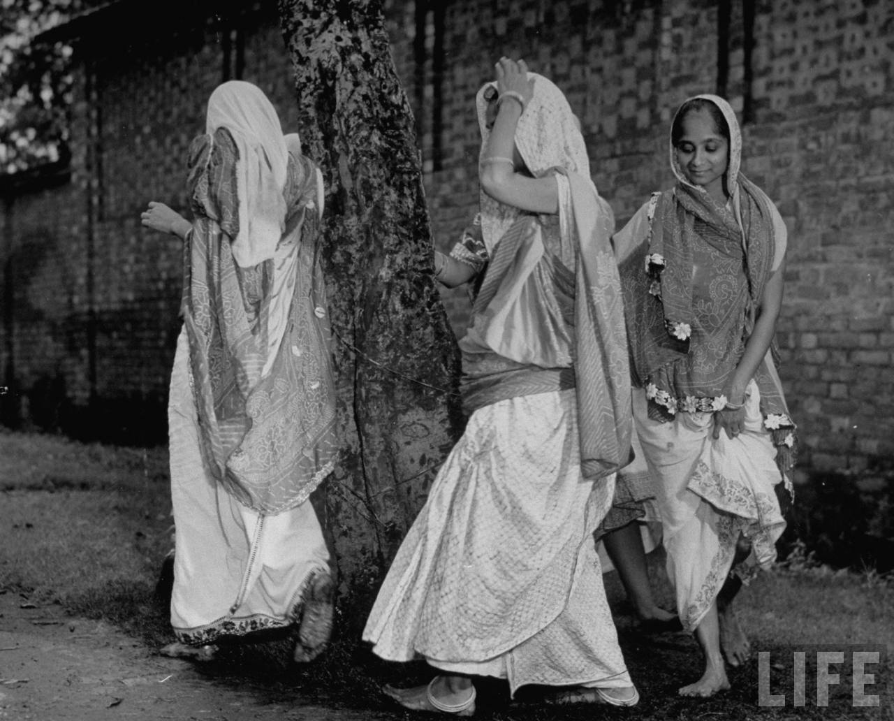 Hindu women walking around sacred tree - 1946