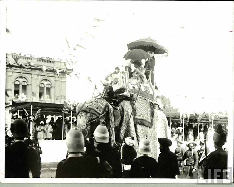 Lord Curzon and Lady Curzon arriving at the Delhi Durbar, 1903.