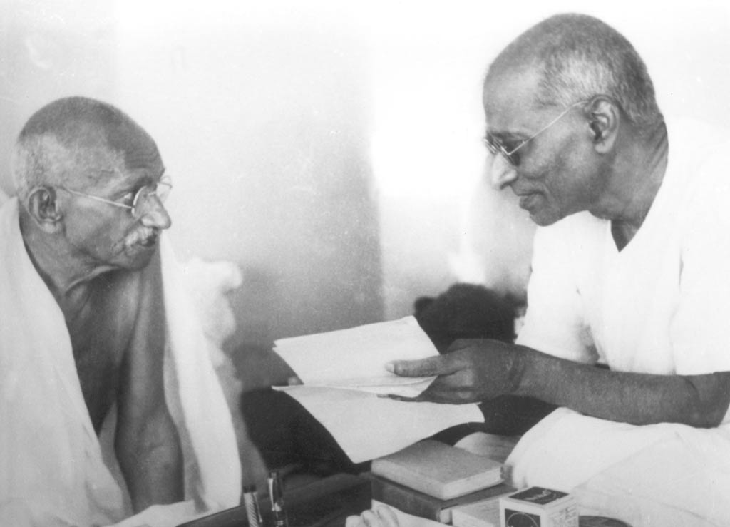 Chakravarti Rajagopalachari with Mahatma Gandhi during the Gandhi-Jinnah Talks - 1944