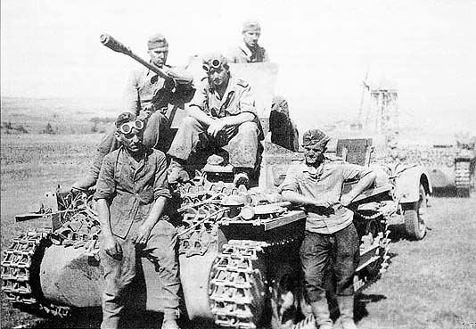 Экипаж flakpanzer i на отдыхе после марша