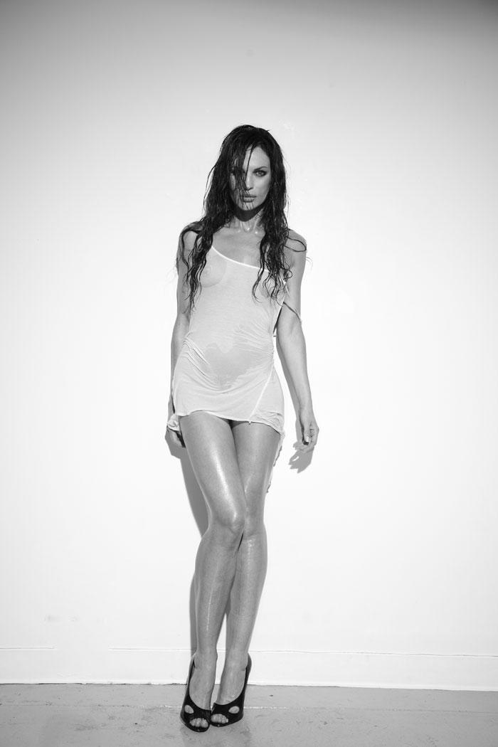 Jolene Blalock topless nude seethrogh. Publicado por F en 15:02