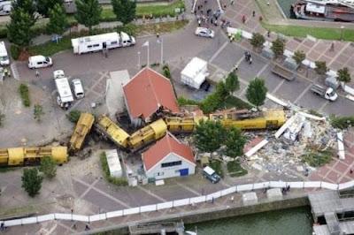 http://2.bp.blogspot.com/_pHu5EtfReJ8/TJ4akZ46rOI/AAAAAAAABaM/XLoc7YmVcjk/s1600/funny-accidents-3.jpg