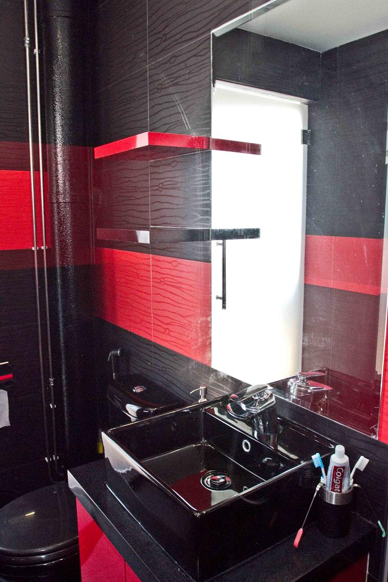 Zabai 39 s art super red and black - Red bathroom pictures ...