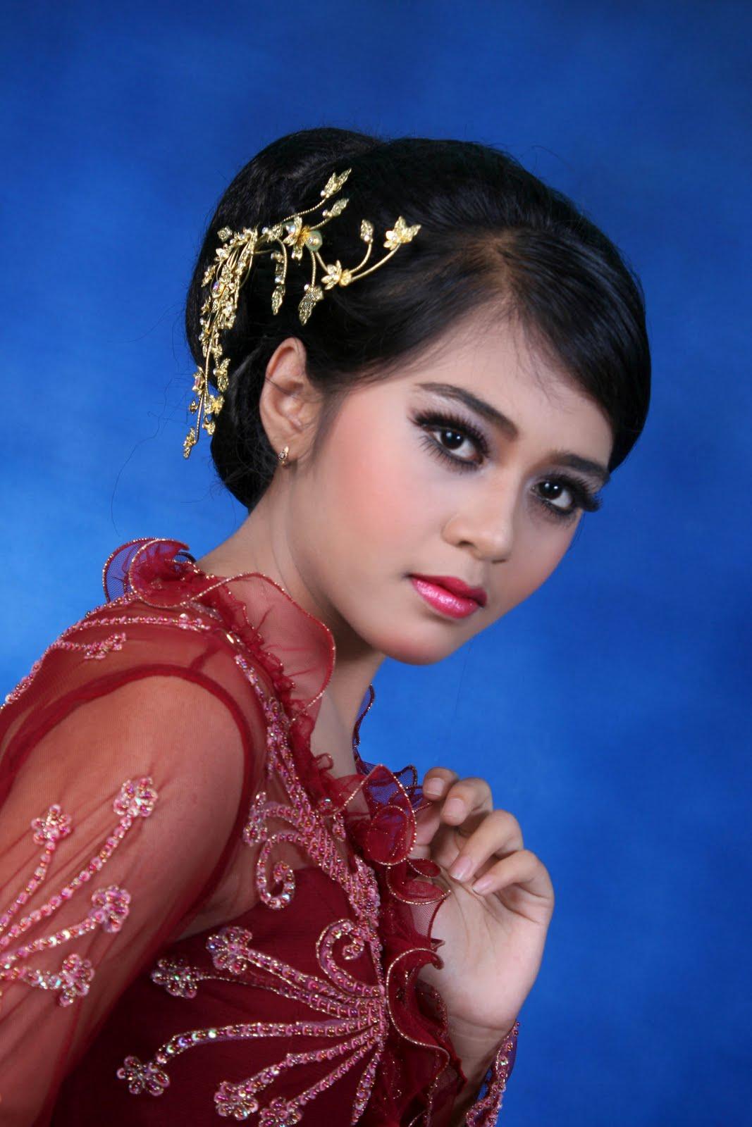 Rias Pengantin Muslim Dan Adat Sunda Modern Wilujeng Sumping Di, rias ...