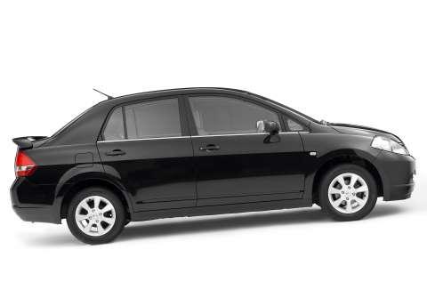 Nissan Versa Black