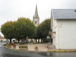 Salle des fêtes et église en 2009