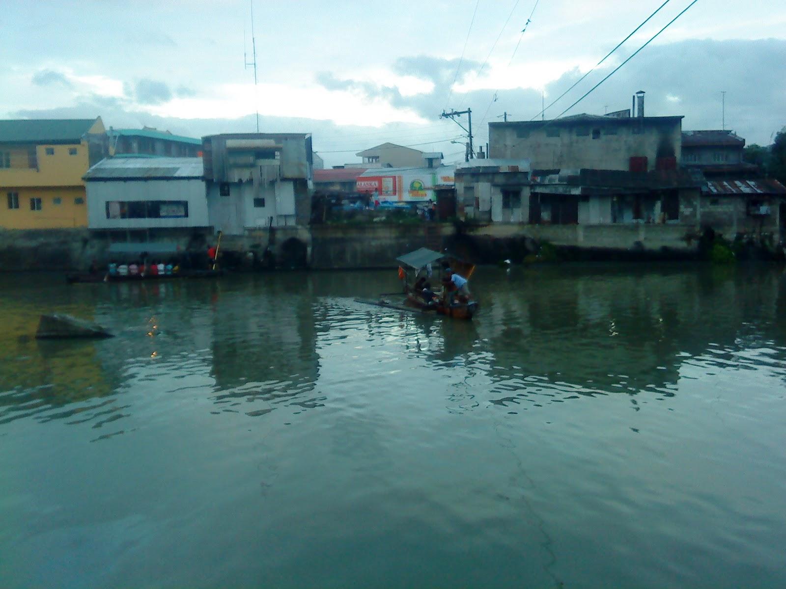 http://blogs.sacbee.com/photos/2009/10/philippines-worst-flooding-in