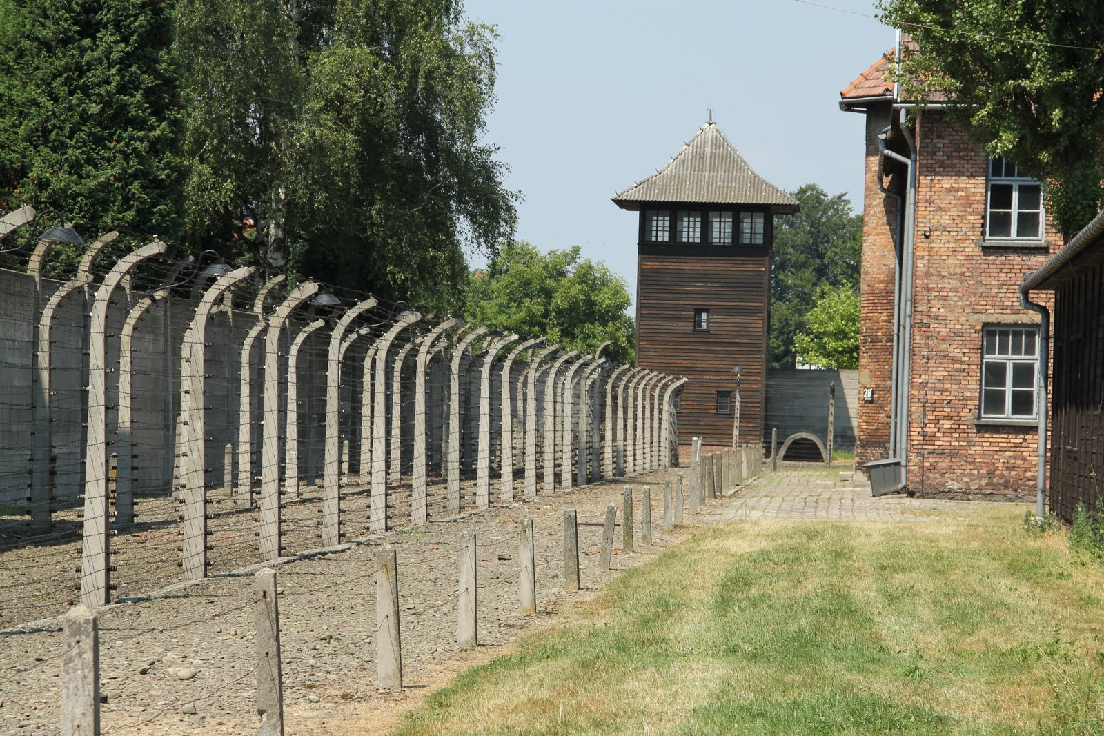 how to get to auschwitz from warsaw