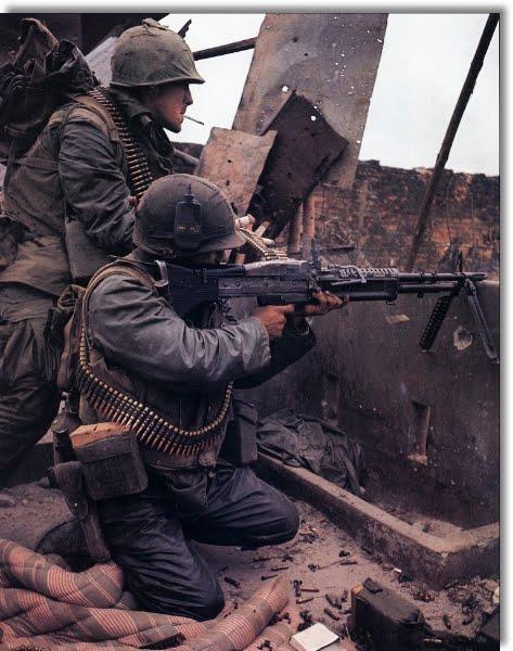 Cinta de balas para M60 US%2Bmarine%2BM60%2Bgunner%2BVN