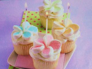 Cake Decorating Marshmallow Flowers : Motherhood for Dummies: Marshmallow Cake