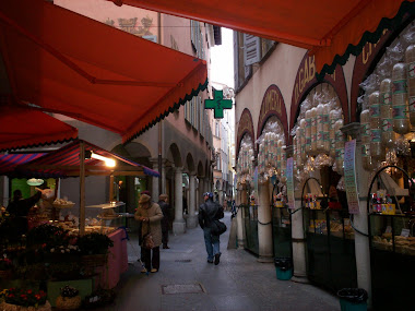 Food stall in Via Nassa