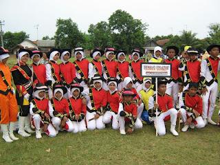 Pelaksanaan Perlombaan Drum Band SMP Negeri 2 Terisi di Lapangan