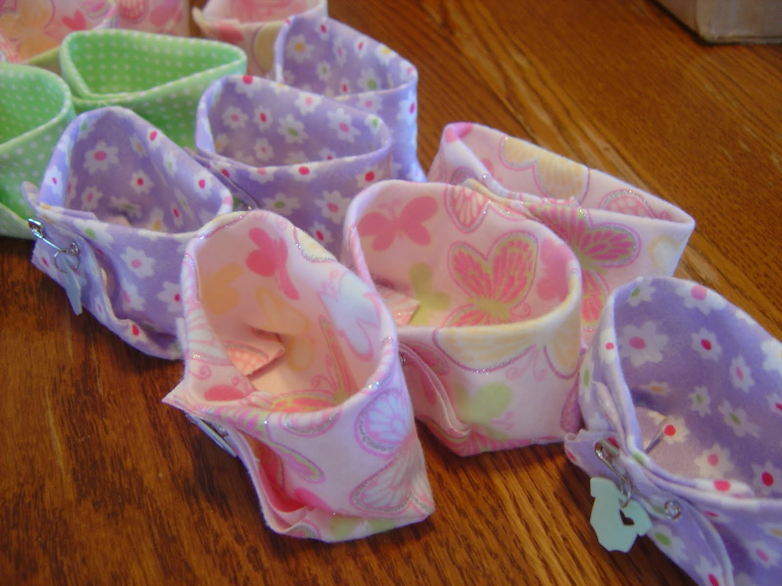 Busyliz baby shower party favors for Baby shower diaper decoration