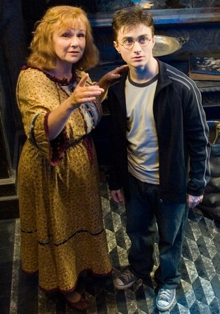 Molly Weasley & Harry Potter