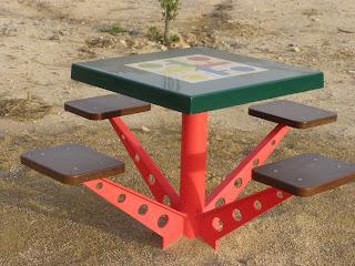 mesa parchis Parque de Torrelosajos Zaragoza