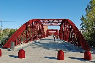 puente de hierro del pilar rojo Zaragoza
