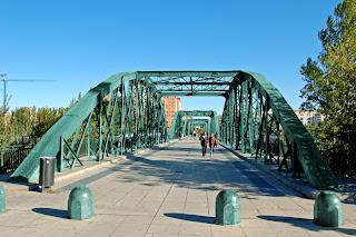 puente de hierro del pilar verde Zaragoza
