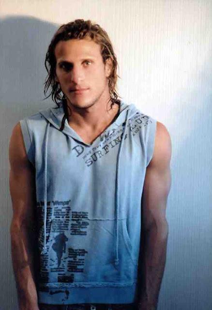 foto exclusiva de diego forlan muy guapo uruguayo