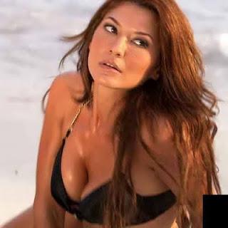 Tamara Bleszynski on Artist Tamara Bleszynski Seksi   Celebrity   Profil  Foto  Scoop
