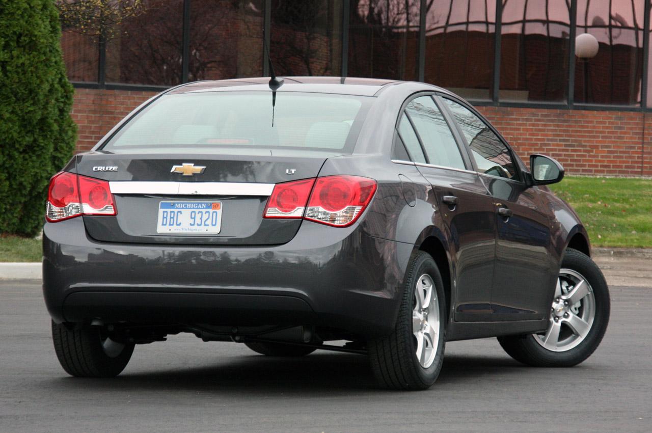 2011 Chevrolet Cruze 1LT HD Wallpaper