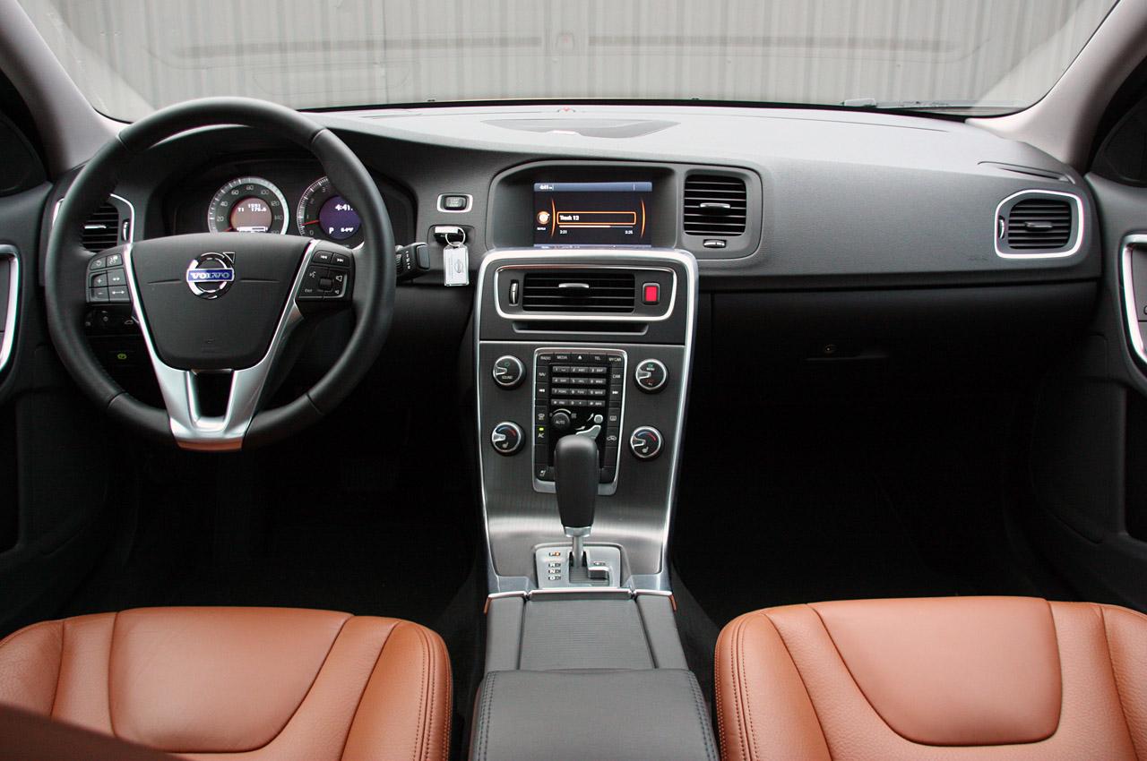 2011 VOLVO S60 INTERIOR DESIGN