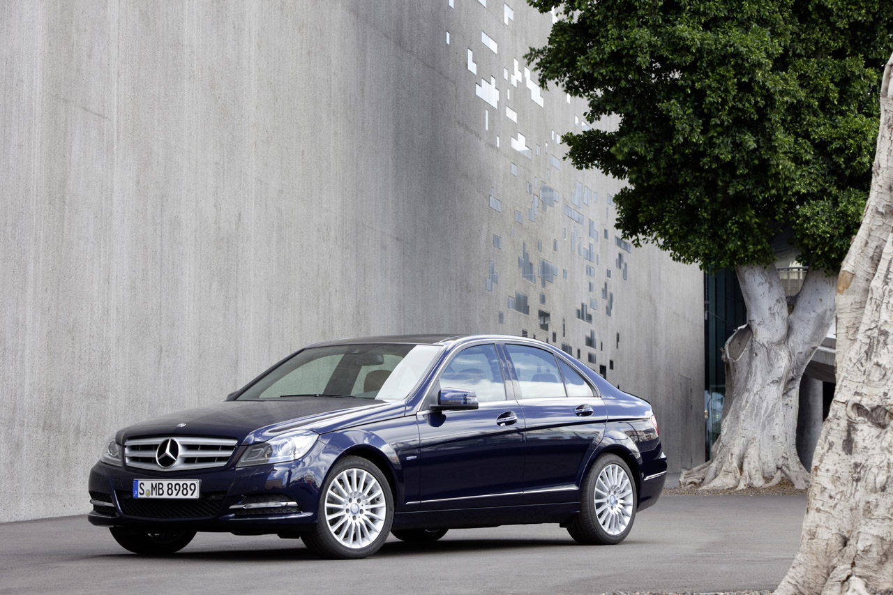2011 MERCEDES-BENZ C-CLASS REVIEW