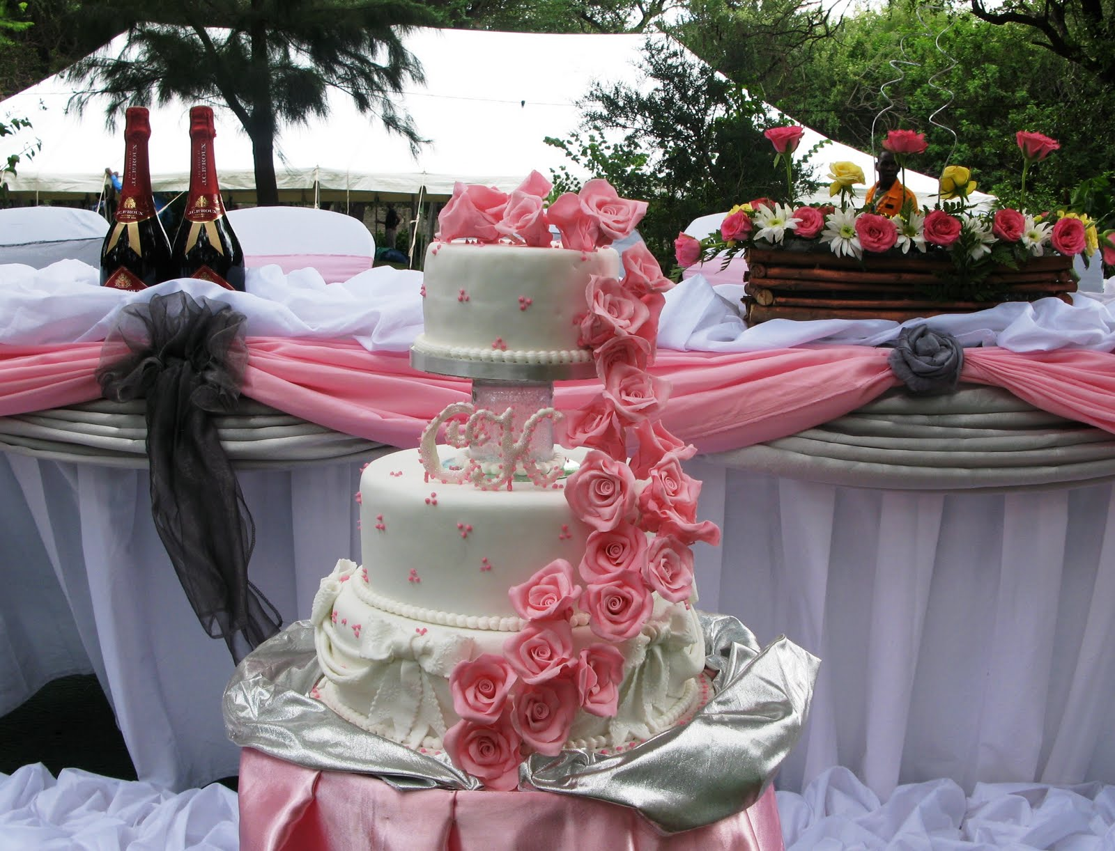 How To Decorate A Wedding Cake Table Luxury Interior Home Design