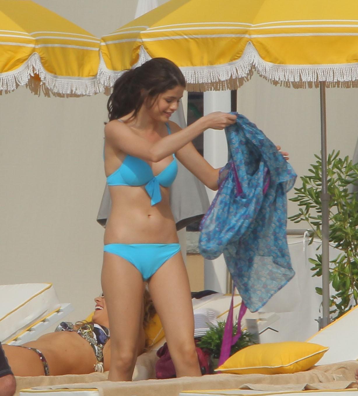 http://2.bp.blogspot.com/_pcNiz0KxNQQ/TCrR_lru-5I/AAAAAAAAGoE/6IEK1ggsp58/s1600/04813_selena_gomez_bikini_monte_carlo_7_122_66lo.jpg