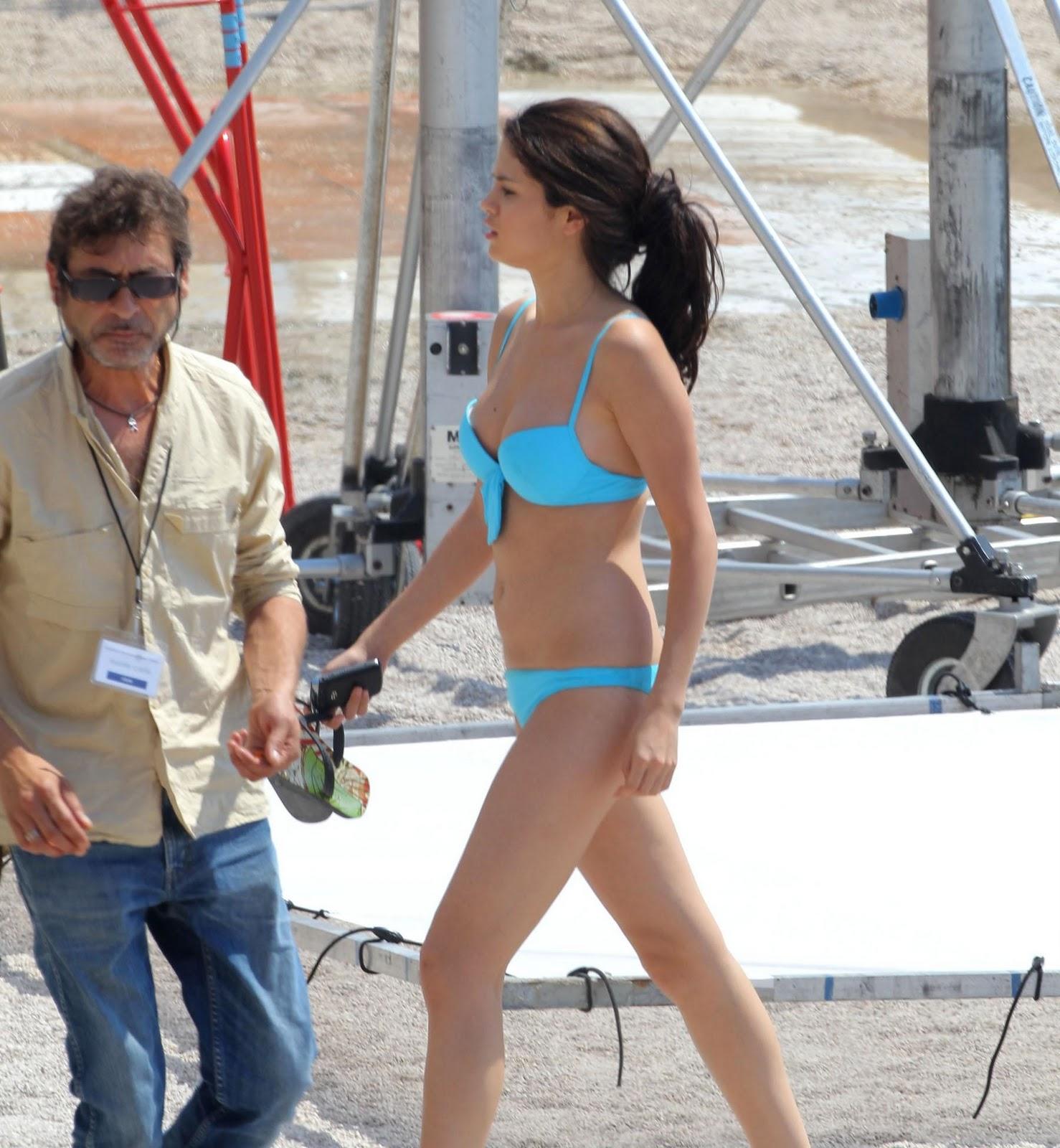 http://2.bp.blogspot.com/_pcNiz0KxNQQ/TCrSCP0alsI/AAAAAAAAGoM/RqVzsX1TBxs/s1600/04834_selena_gomez_bikini_monte_carlo_9_122_234lo.jpg