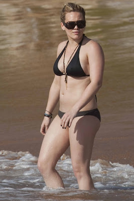 Hot Celebrity Hilary Duff in bikini beach vacation candids from Hawaii