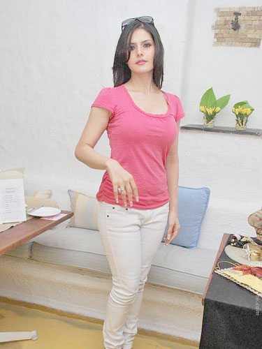 Zarine Khan Actress Is The Bollywood In Pink T