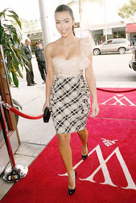 Kim Kardashian Wolfgang's Restaurant Beverly Hills Photos