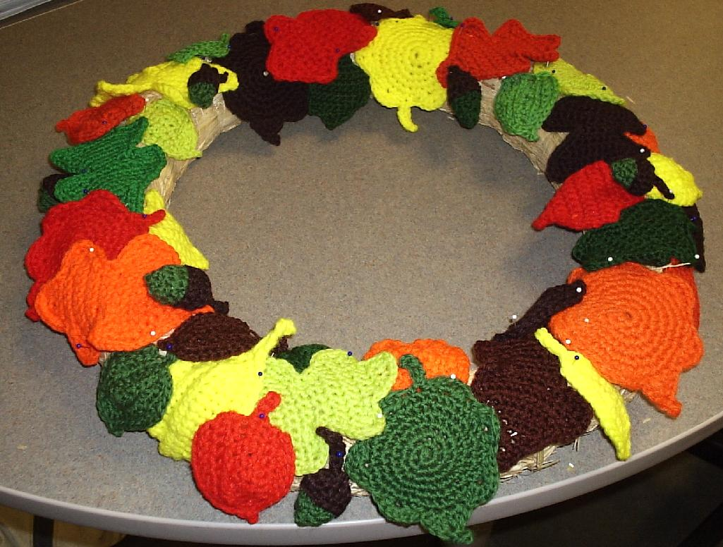 Crochet Geek - Free Instructions and Patterns: Crochet Holly Leaf