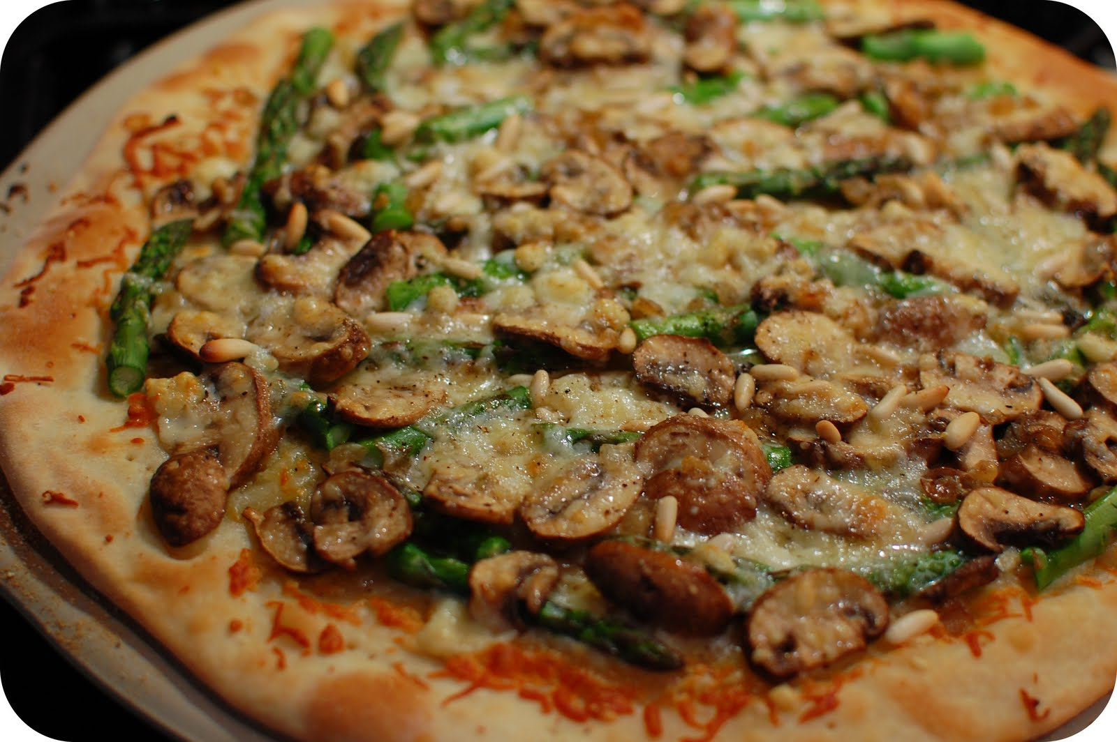 ... of Green: Tasty Tuesdays: Asparagus & Mushroom Pizza with Gorgonzola