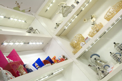 Application of the Illuma Conceal in display lighting in shops, concealed lights