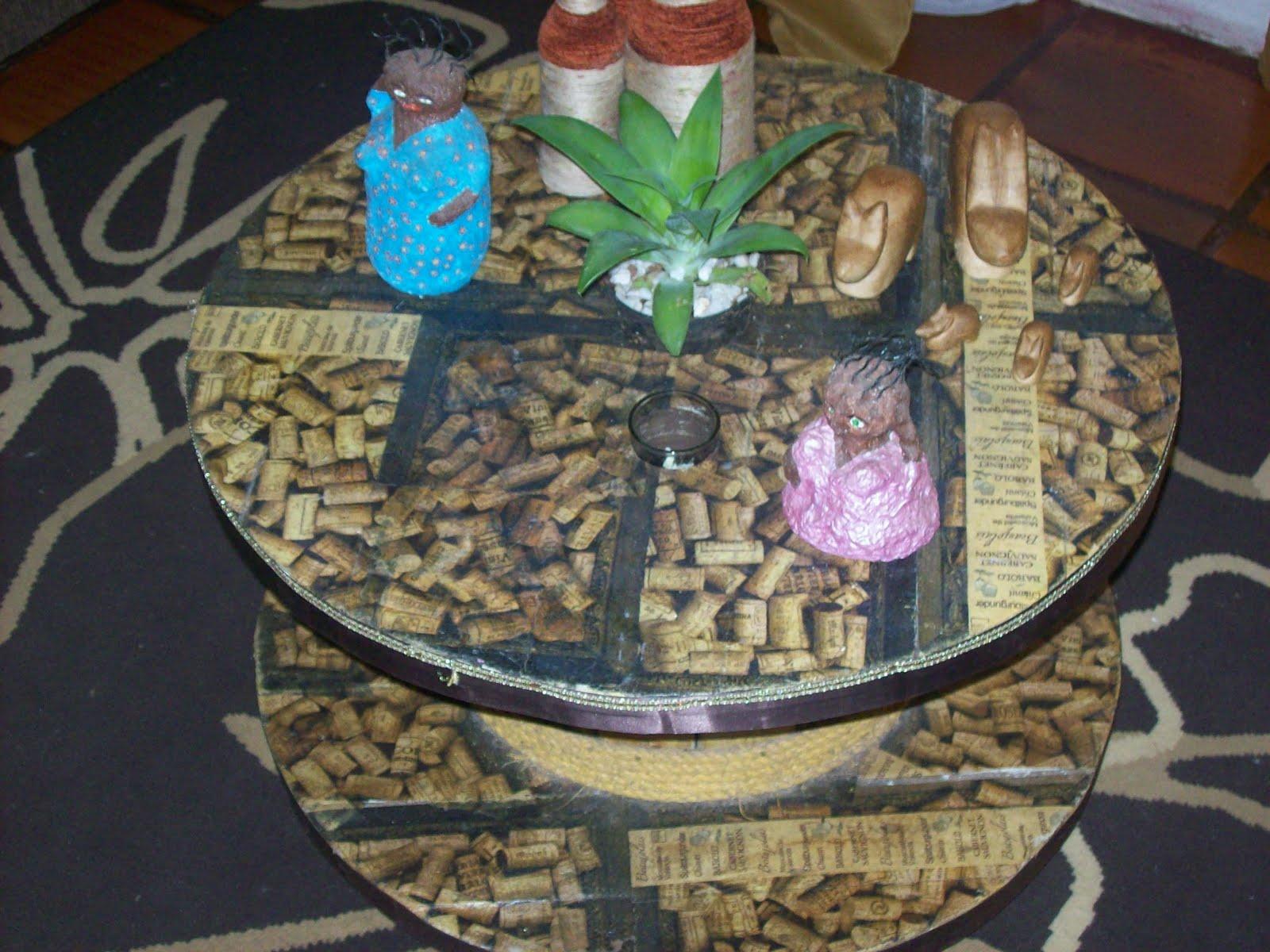André Oliveira: Mesinha de centro feita com carretel de madeira #837848 1600x1200
