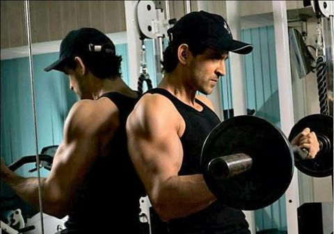 [hrithik-roshan-working-outs-gym-preview-718954.jpg]