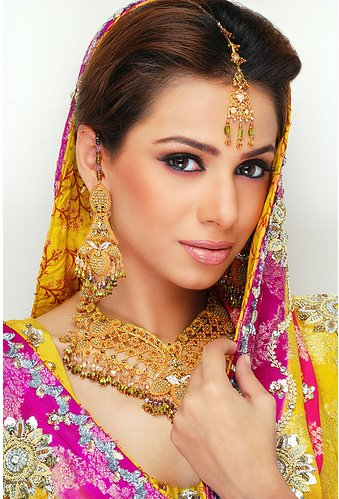 Bride Dress on These Are The Different Pakistani Bridal Dresses These Dresses Are