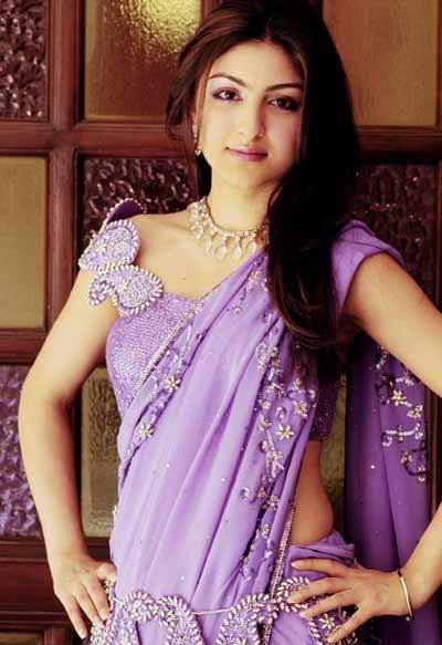 , Soha Ali Khan in Saree looking Hot n Beautiful