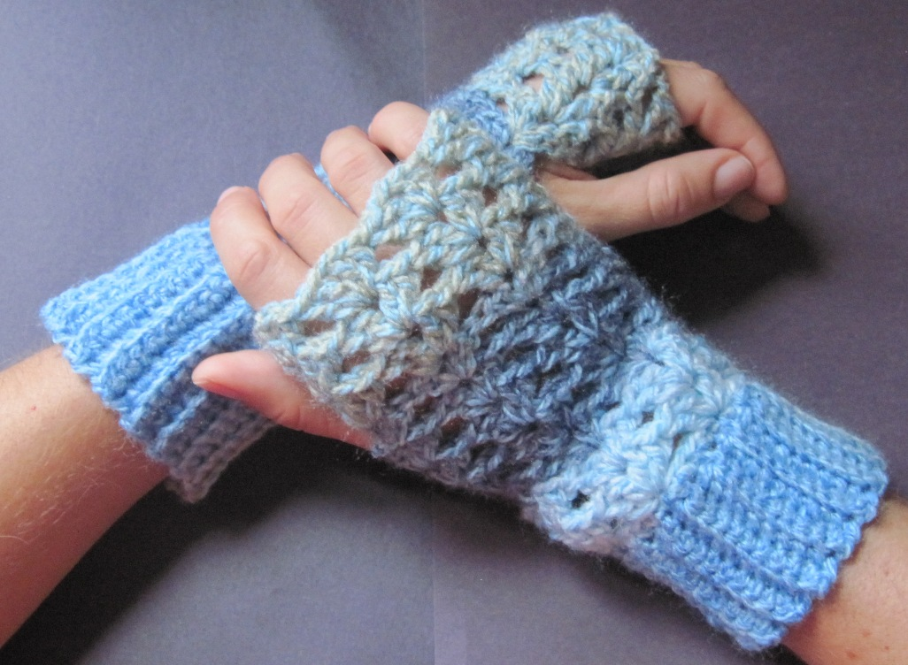 Free Crochet Pattern Gloves Fingerless : Getting Hooked: Free Crochet pattern fingerless gloves