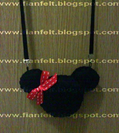 Kalung minnie mouse ini dalamnya diisi dengan dakron. jadi berbeda