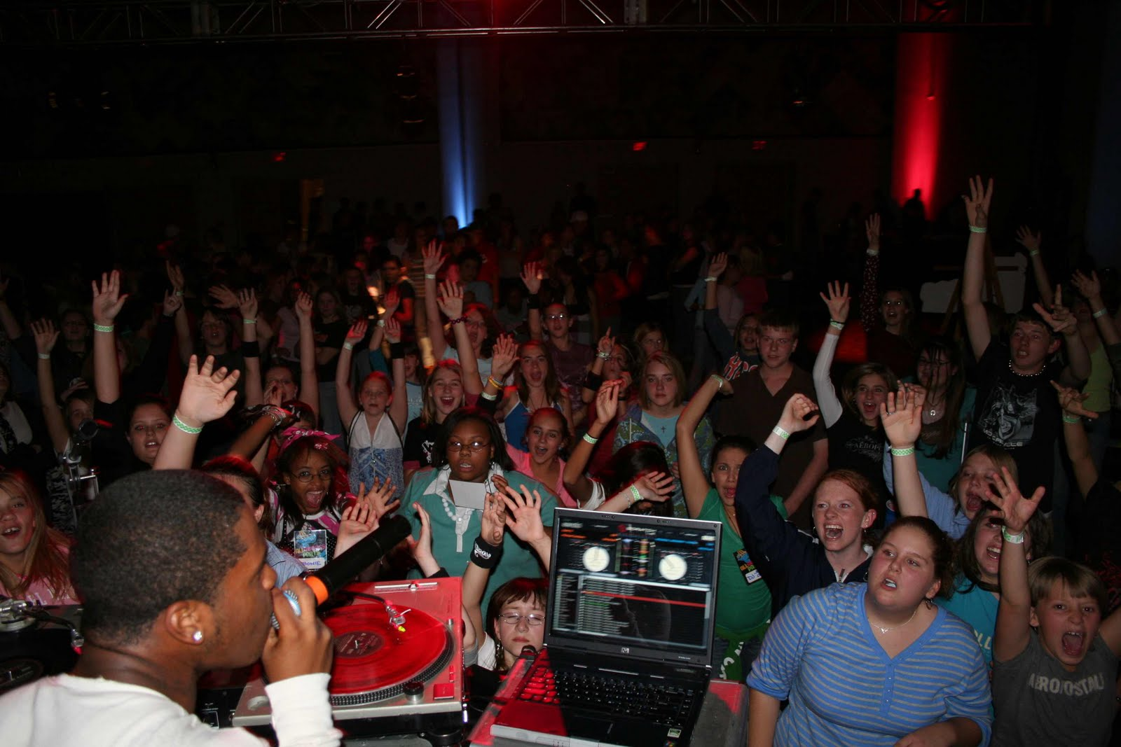 http://2.bp.blogspot.com/_pkwOny5Y9pY/TKgaTo5dGFI/AAAAAAAAAMo/7LZkqj8RnYE/s1600/party.jpeg