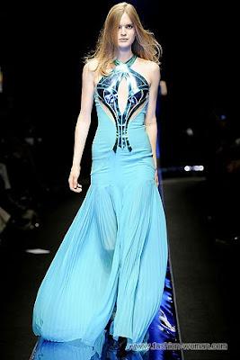versace osen zima 2010 2011 5 Вечірні сукні (фото). Вечірні плаття від знаменитих Будинків Мод